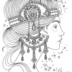 The girl with the decoration of the rim on the head